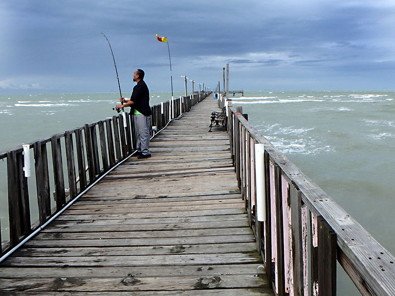 Day trips oso pier grill corpus christi iconic for Best fishing spots in corpus christi