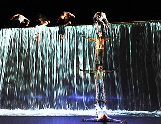 Motionhouse dancers in <i>Scattered</i>