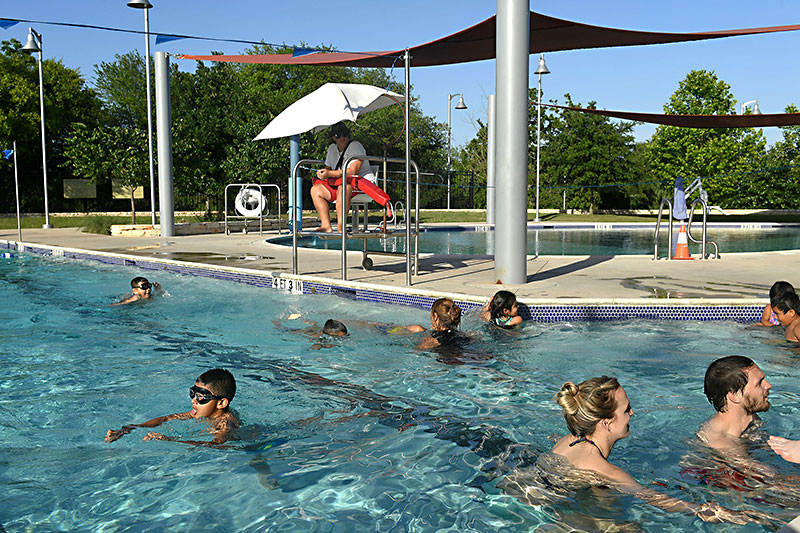 SwimATX Tackles Lifeguard Shortage: Learn-to-swim program