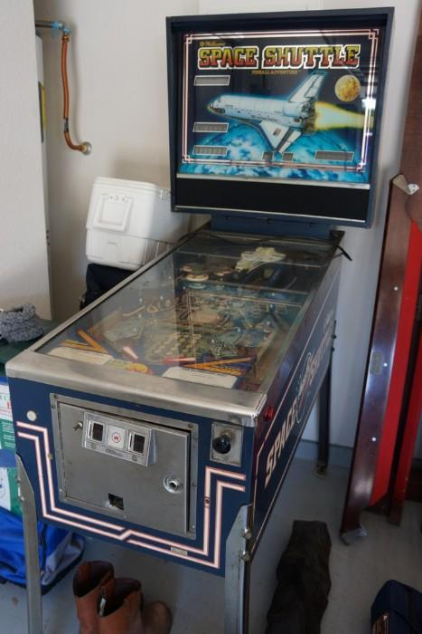 jar and Dallas Cowboys lunchbox  an Aladdin Master slot machine  and a  three piece bedroom set  Cash  credit card  or check only with proper ID. Estate Sale Roundup  April 18 20  Slow Weekends Often Yield the