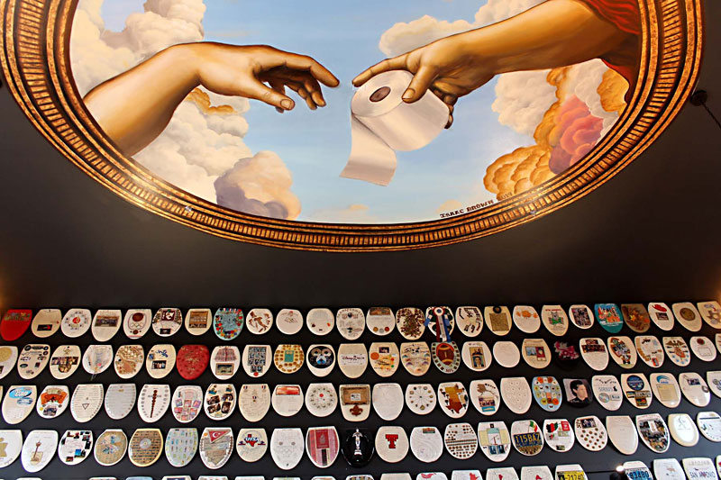 Day Trips: Toilet Seat Museum: Toilet seat art collection
