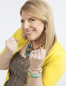 The Queen Is Alive! Review: Comic Lisa Lampanelli puts the Paramount ...