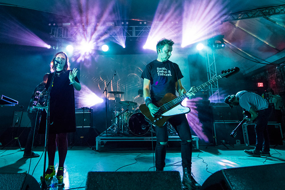 Levitation Review Slowdive Survive Mien Shoegaze Synth Wave And A Supergroup Debut Music The Austin Chronicle