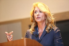 Wendy Davis Pumps Up Alternative Media