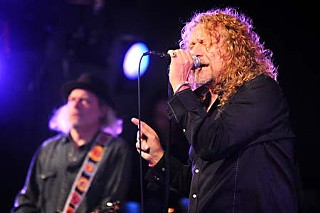 Robert Plant and Buddy Miller (l)