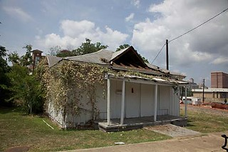 The old house at 905 Juniper before its demolition