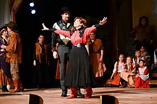 Wouldn't trade it for a sack of gold: Patty Rowell as Annie Oakley in the Palace Theatre's <i>Annie Get Your Gun</i>