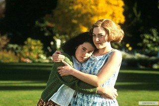 Melanie Lynskey and Kate Winslet in
