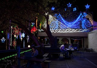 Mozart's Free Holiday Light Show on Lake Austin