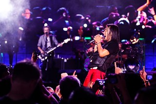 Arnel Pineda performing with Journey in Manila