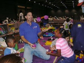 Austin Mayor Will Wynn rolled up his sleeves and got 