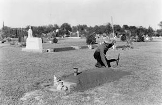 Maintenance work at Oakwood Cemetery, December 1938<br>Photo: Pica 03145 Austin History Center