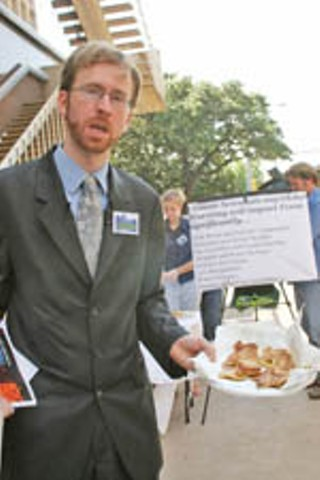 Luke Metzger of Environment Texas serves up French 