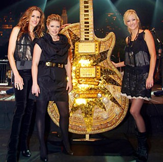 Once again, the Dixie Chicks regret letting their kids play with the shrink ray.