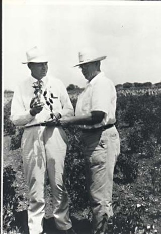 David Pace (l) with an unidentified pepper grower