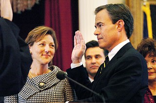 House Speaker Joe Straus takes the oath of office.