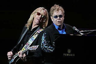 Elton John and Davey Johnstone (l)
