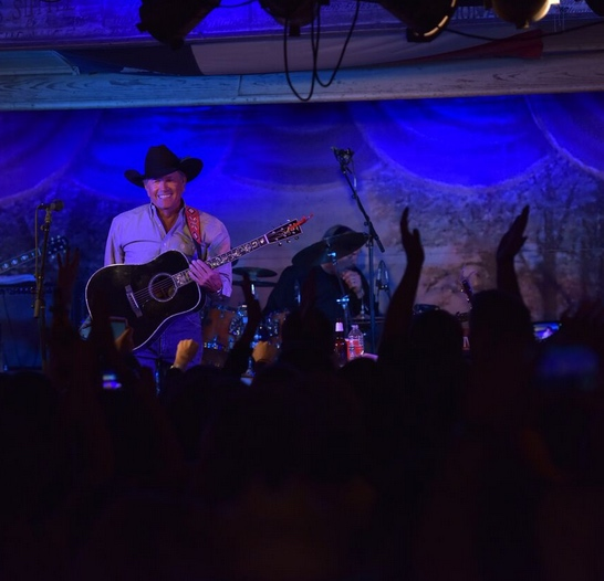 return of the king george strait megastar plays gruene hall for the first time in 34 years. Black Bedroom Furniture Sets. Home Design Ideas