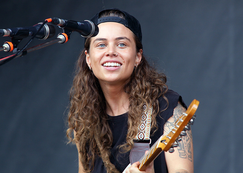 Snapshot Reviews >> ACL Review: Tash Sultana: Aussie debuts one-woman show at her first U.S. fest - Music - The ...