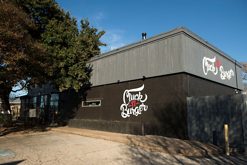 Restaurant Review: Cluck-N-Burger Gives Food Truck Vibes at Its Airport Boulevard Location