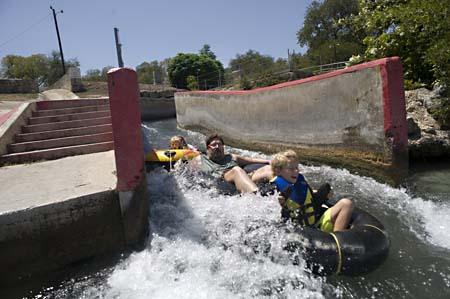 Comal River Landa Park Best Place To Tube Best Of
